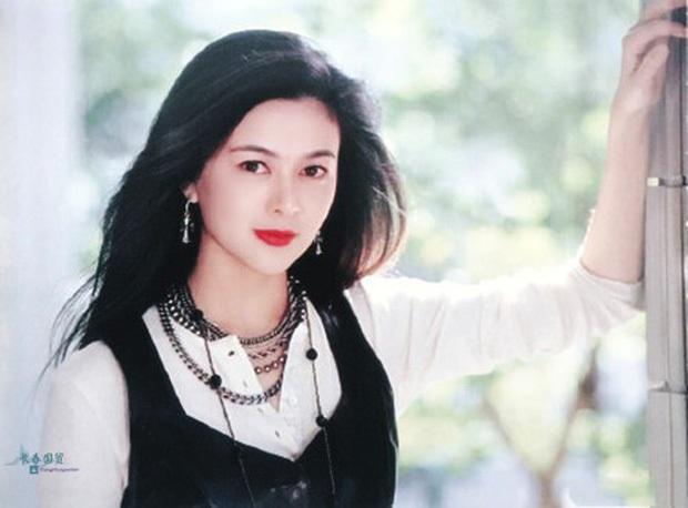 Làn da gây sốt của Đệ nhất mỹ nhân Hong Kong Quan Chi Lâm: Căng mịn dù ở tuổi U60, nét đẹp bất chấp thời gian - Ảnh 9.