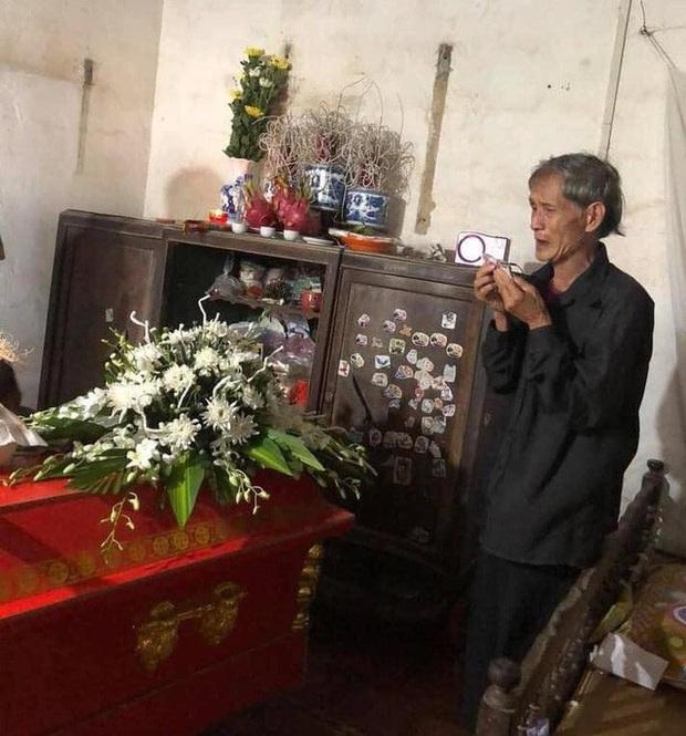 Hà Nội: Thương tâm một thanh niên bị sét đánh tử vong khi vừa sạc pin vừa dùng điện thoại - Ảnh 1.