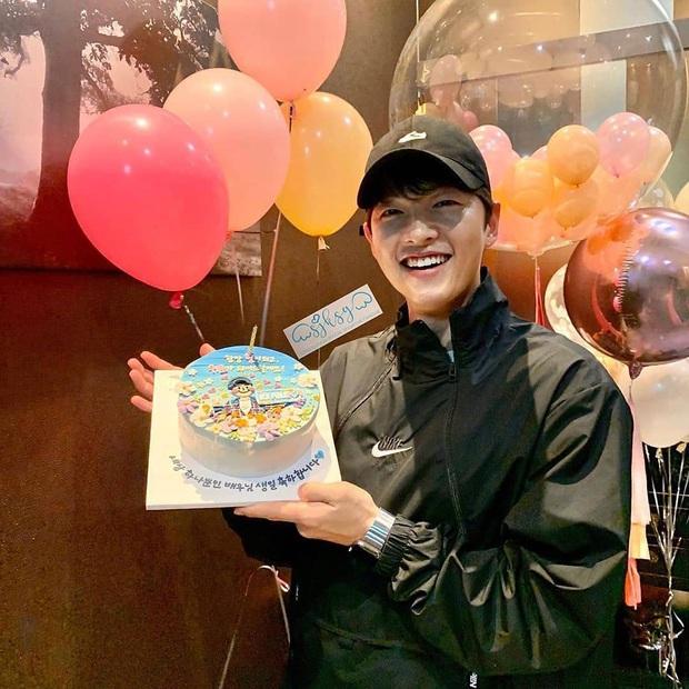 Song Joong Ki gây bất ngờ với phản ứng trong ngày sinh nhật, giữa lúc dân tình xôn xao về bài đăng của vợ cũ Song Hye Kyo - Ảnh 2.