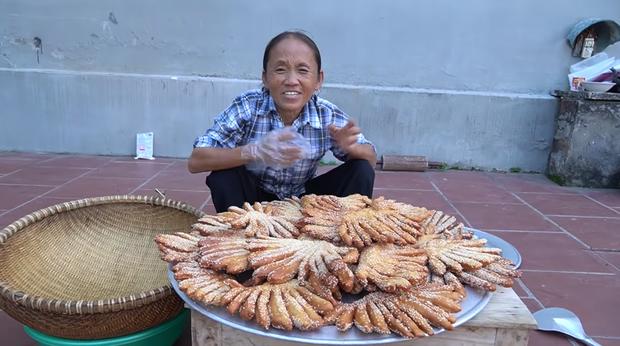 Chưa hết hoảng hồn với món bánh tiêu phiên bản kinh dị của Bà Tân Vlog, dân mạng lại phát hiện thêm sự cố mất vệ sinh - Ảnh 4.