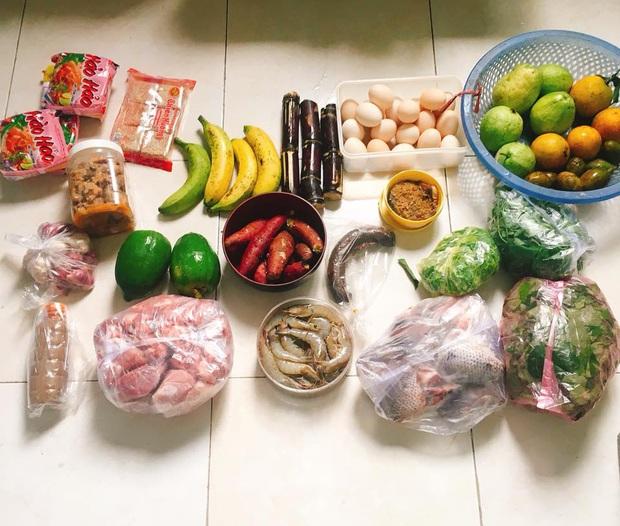 Sinh viên năm 3 trọ học Hà Nội khoe mâm cơm tự nấu ngon lành, ai nói rời xa vòng tay bố mẹ là bão tố đâu chứ! - Ảnh 4.