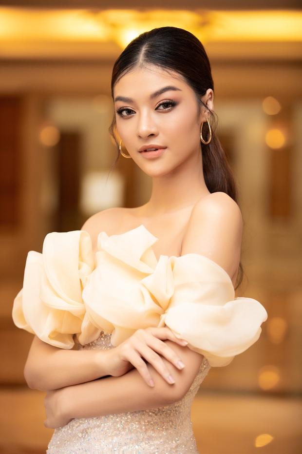 """""""Quân đoàn"""" Hoa hậu Á hậu lộng lẫy đổ bộ thảm đỏ họp báo HHVN 2020, Tiểu Vy đội vương miện 3 tỉ chiếm trọn spotlight - Ảnh 12."""