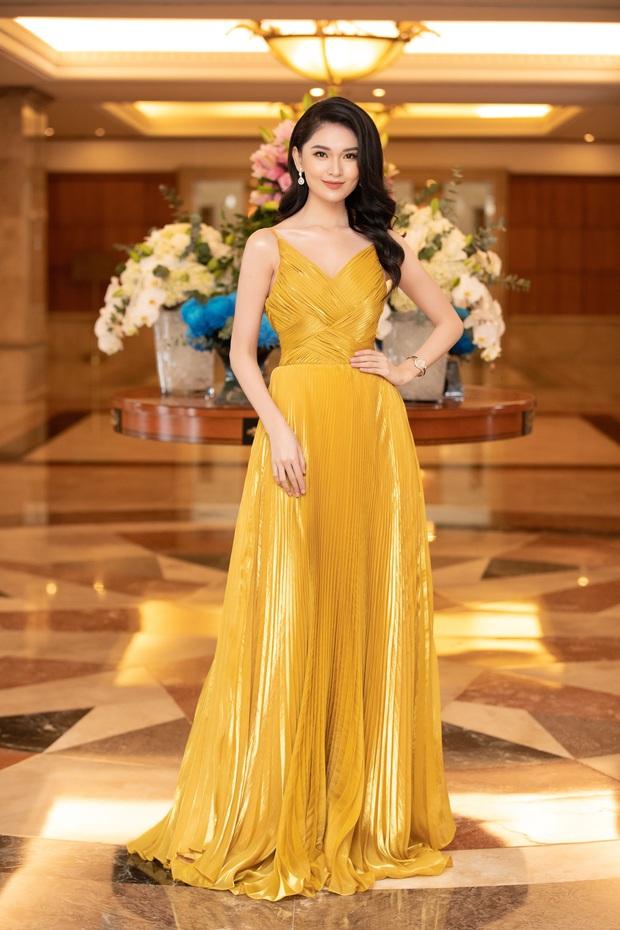 """""""Quân đoàn"""" Hoa hậu Á hậu lộng lẫy đổ bộ thảm đỏ họp báo HHVN 2020, Tiểu Vy đội vương miện 3 tỉ chiếm trọn spotlight - Ảnh 14."""