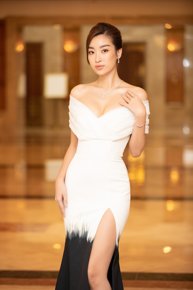 """""""Quân đoàn"""" Hoa hậu Á hậu lộng lẫy đổ bộ thảm đỏ họp báo HHVN 2020, Tiểu Vy đội vương miện 3 tỉ chiếm trọn spotlight - Ảnh 2."""