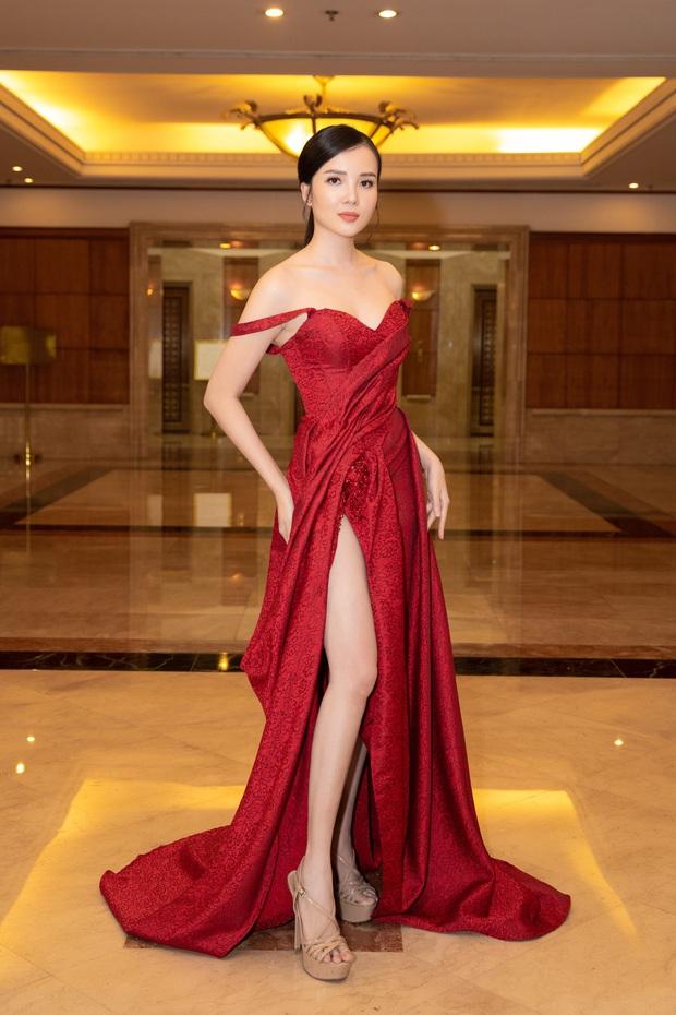 """""""Quân đoàn"""" Hoa hậu Á hậu lộng lẫy đổ bộ thảm đỏ họp báo HHVN 2020, Tiểu Vy đội vương miện 3 tỉ chiếm trọn spotlight - Ảnh 16."""