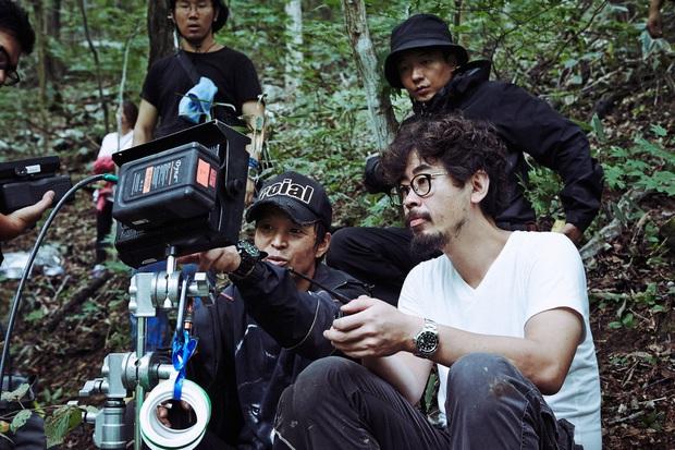Bậc thầy trinh thám Hàn Quốc bắt tay đạo diễn Tình Người Duyên Ma làm phim kinh dị về ông đồng bà cốt - Ảnh 1.