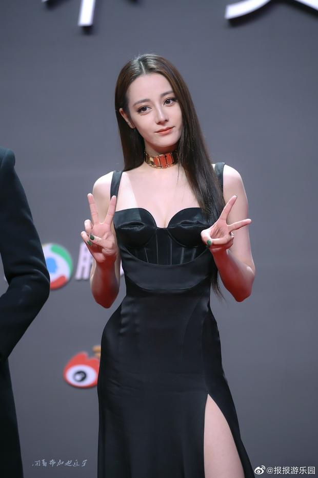 Tranh cãi trên Weibo: Địch Lệ Nhiệt Ba lép vế trước bạn gái tin đồn vô danh của Hồ Nhất Thiên khi chụp ảnh chung? - Ảnh 4.