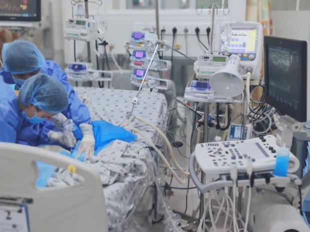 Bé 2 tháng tuổi vào viện với làn da màu xanh do ngộ độc nitrite - Ảnh 2.