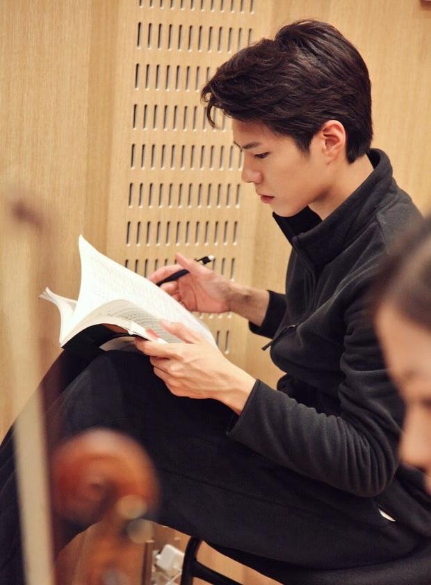 Park Bo Gum khoe ảnh tốt nghiệp như nam thần, nhưng đáng nể hơn là quá trình để lấy được tấm bằng - Ảnh 2.