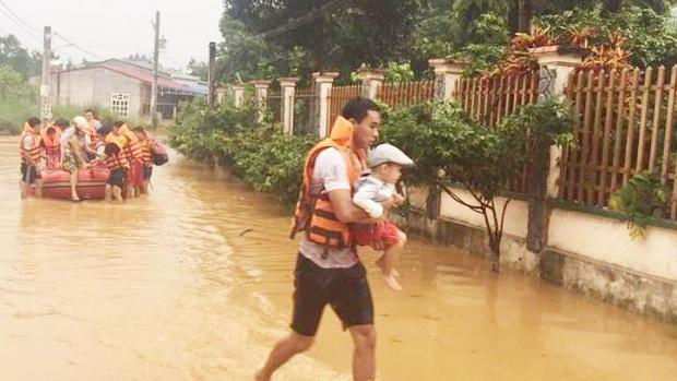 Bình Phước di dân vì nước bất ngờ dâng cao gần 2m - Ảnh 1.