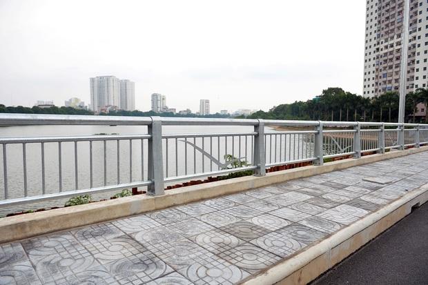Cận cảnh tuyến đường vành đai 3 đi thấp qua hồ Linh Đàm đang trong quá trình hoàn thiện - Ảnh 10.