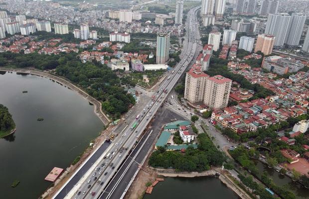 Cận cảnh tuyến đường vành đai 3 đi thấp qua hồ Linh Đàm đang trong quá trình hoàn thiện - Ảnh 13.