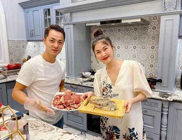Dương Khắc Linh - Sara Lưu tụ họp tại biệt thự triệu đô của vợ chồng Đăng Khôi, sáng nhất nhan sắc gái 2 con Thuỷ Anh - Ảnh 6.
