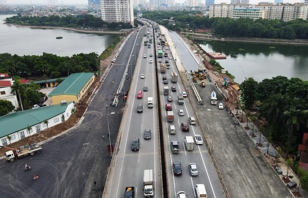 Cận cảnh tuyến đường vành đai 3 đi thấp qua hồ Linh Đàm đang trong quá trình hoàn thiện - Ảnh 3.
