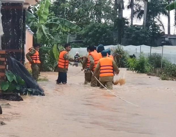 Bình Phước di dân vì nước bất ngờ dâng cao gần 2m - Ảnh 4.