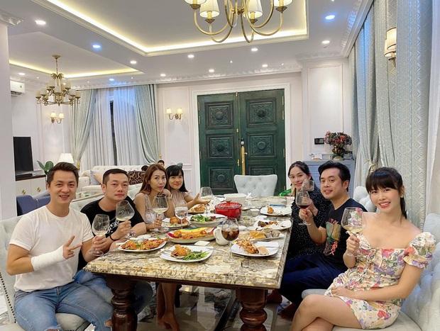 Dương Khắc Linh - Sara Lưu tụ họp tại biệt thự triệu đô của vợ chồng Đăng Khôi, sáng nhất nhan sắc gái 2 con Thuỷ Anh - Ảnh 2.