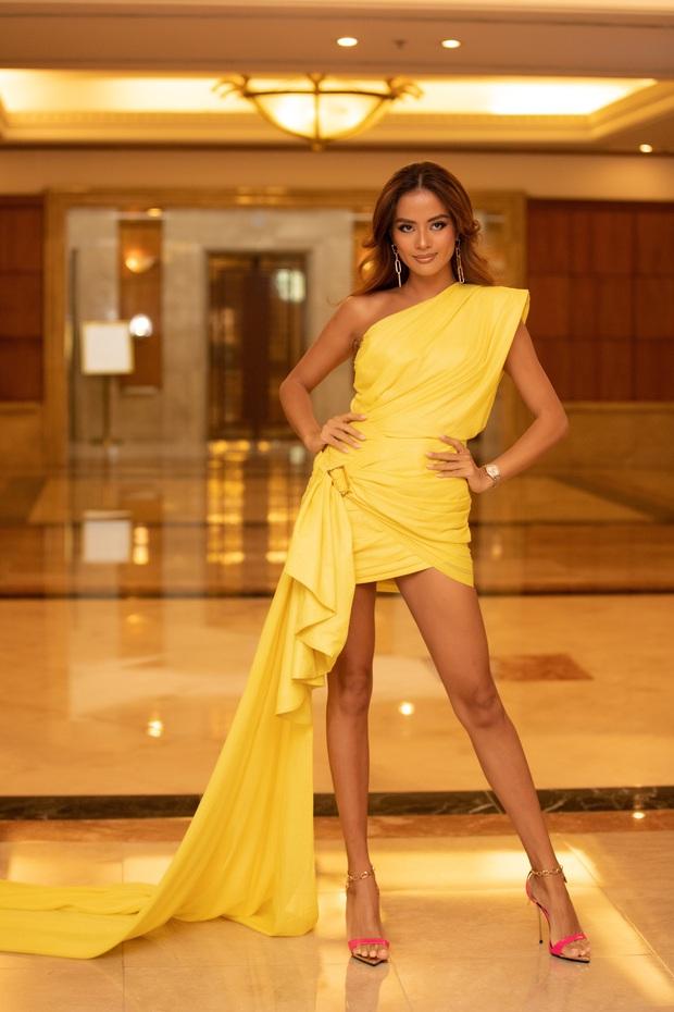 """""""Quân đoàn"""" Hoa hậu Á hậu lộng lẫy đổ bộ thảm đỏ họp báo HHVN 2020, Tiểu Vy đội vương miện 3 tỉ chiếm trọn spotlight - Ảnh 15."""