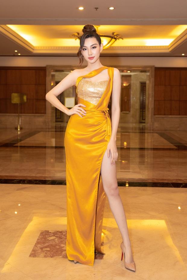 """""""Quân đoàn"""" Hoa hậu Á hậu lộng lẫy đổ bộ thảm đỏ họp báo HHVN 2020, Tiểu Vy đội vương miện 3 tỉ chiếm trọn spotlight - Ảnh 17."""