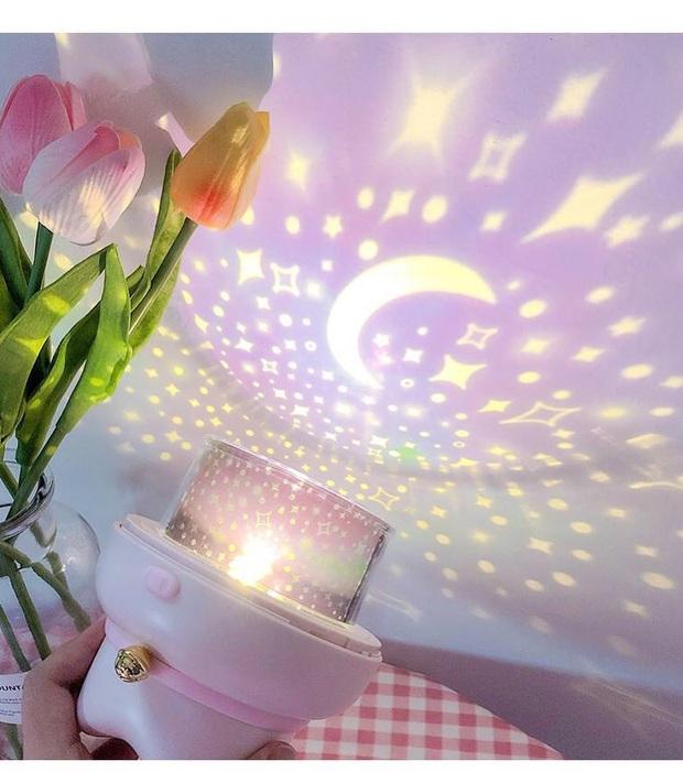 Cả vũ trụ bỗng thu bé lại chỉ bằng 1 căn phòng, tất cả là nhờ đèn ngủ chiếu sao ảo diệu - Ảnh 5.