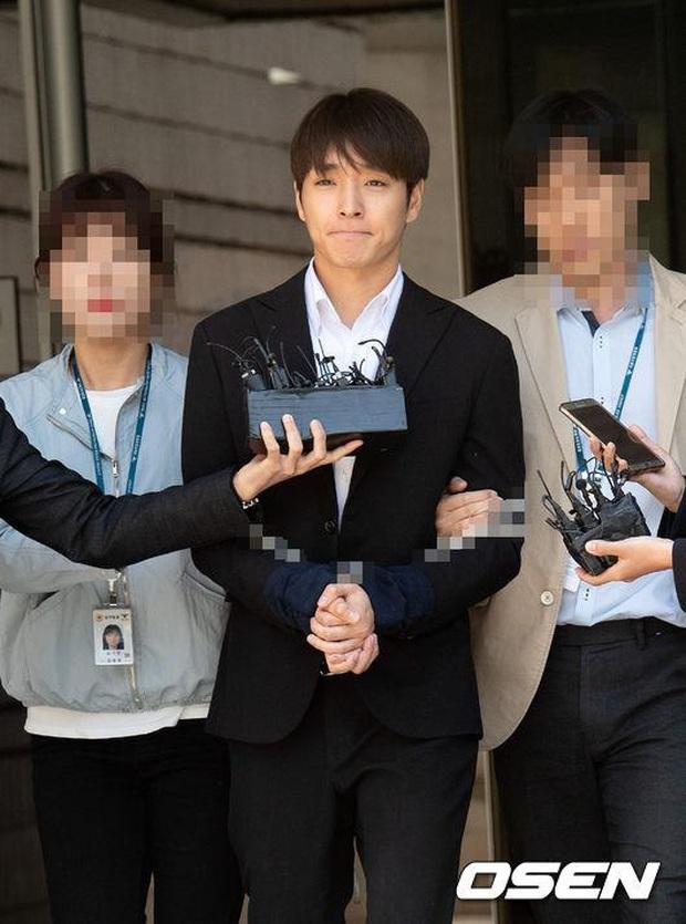 Knet phẫn nộ vì vụ Jung Joon Young - Choi Jong Hoon hiếp dâm tập thể: Án tù quá nhẹ, còn được miễn nghĩa vụ quân sự? - Ảnh 2.