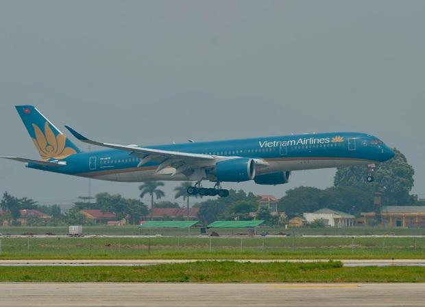 Chuyến bay thương mại quốc tế đầu tiên về Việt Nam của ngành hàng không Việt sau thời gian dài bị ảnh hưởng bởi Covid-19 - Ảnh 3.