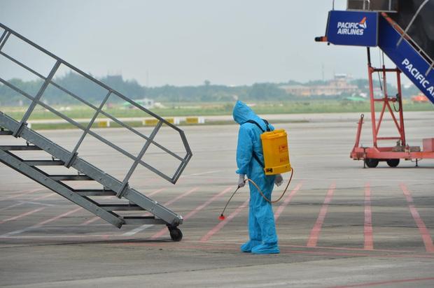 Chuyến bay thương mại quốc tế đầu tiên về Việt Nam của ngành hàng không Việt sau thời gian dài bị ảnh hưởng bởi Covid-19 - Ảnh 5.