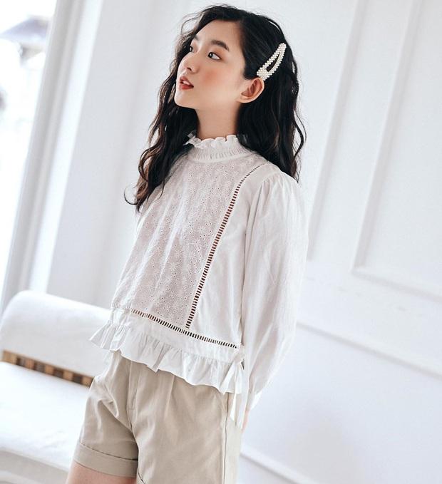 Sắm blouse trắng tiểu thư chanh sả rồi găm đủ 3 bí kíp mix đồ thì bạn sẽ thăng hạng phong cách ngay - Ảnh 8.