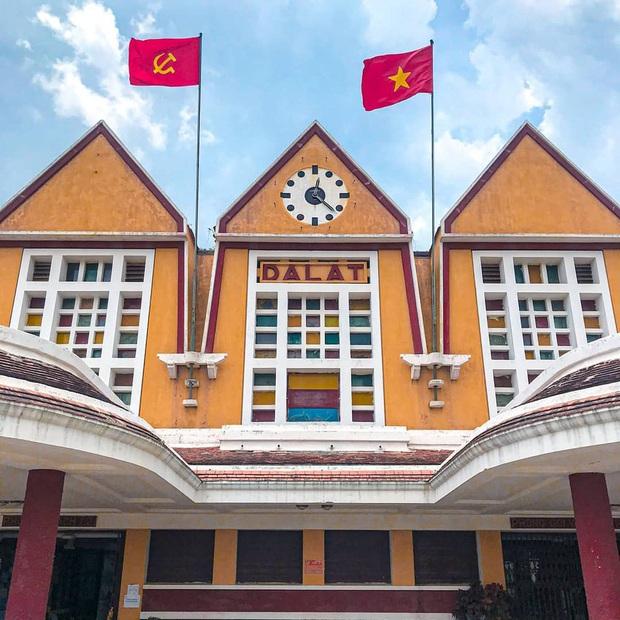 6 điểm đến trăm tuổi đẹp muốn xỉu ở Việt Nam, xem hình check-in chỉ muốn gác lại âu lo mà đi du lịch ngay! - Ảnh 1.
