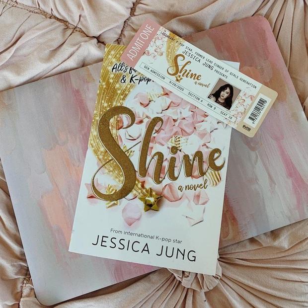 Jessica gửi lời cảm ơn bạn trai đại gia ở cuối cuốn tiểu thuyết gây tranh cãi, fan rần rần nghi idol sắp lên xe hoa - Ảnh 2.