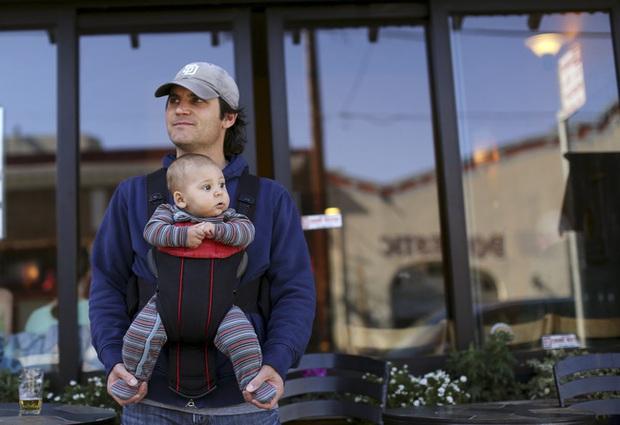 Pháp tăng gấp đôi thời gian nghỉ thai sản cho nam giới - Ảnh 1.