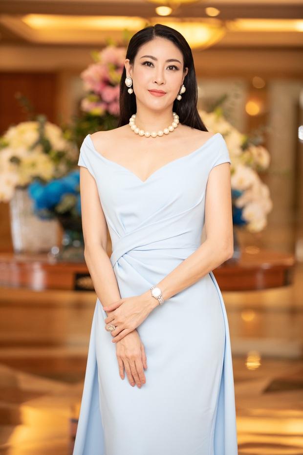 """""""Quân đoàn"""" Hoa hậu Á hậu lộng lẫy đổ bộ thảm đỏ họp báo HHVN 2020, Tiểu Vy đội vương miện 3 tỉ chiếm trọn spotlight - Ảnh 13."""