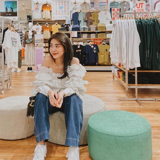 Mẫn Tiên công khai đi cùng bạn trai, Miss Au Ngọc Anh và dàn KOL tụ hội tại buổi ra mắt cửa hàng UNIQLO thứ 2 tại Hà Nội - Ảnh 1.