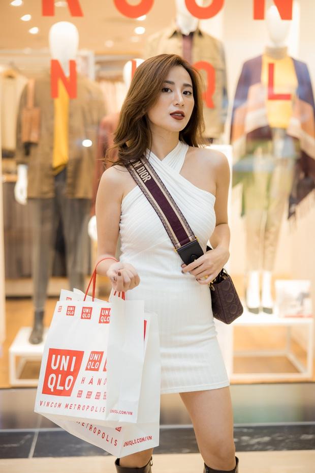 Mẫn Tiên công khai đi cùng bạn trai, Miss Au Ngọc Anh và dàn KOL tụ hội tại buổi ra mắt cửa hàng UNIQLO thứ 2 tại Hà Nội - Ảnh 3.
