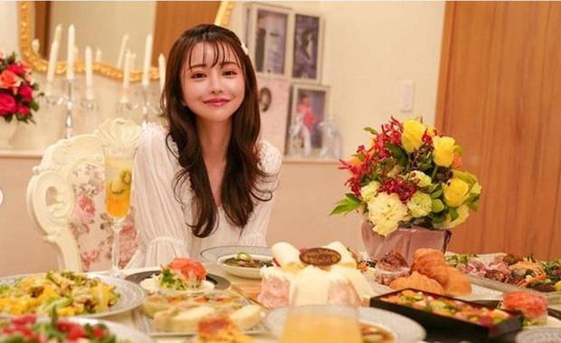 Choáng với cuộc sống của mẫu nữ kiêm Geisha số 1 Nhật Bản: Hàng hiệu xa xỉ, thu nhập 44 tỷ/năm, quyết nghỉ hưu ở tuổi 32 - Ảnh 9.