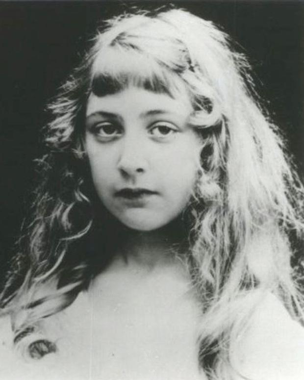 Chuyện đời đủ twist để viết thành tiểu thuyết của Agatha Christie - nữ nhà văn trinh thám nổi tiếng nhất lịch sử - Ảnh 1.