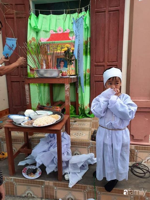 Vụ chồng ghen tuông hoang tưởng đâm chết vợ ở Nghệ An: Xót xa 3 đứa con thơ bơ vơ khát sữa, gào khóc đòi mẹ - Ảnh 1.
