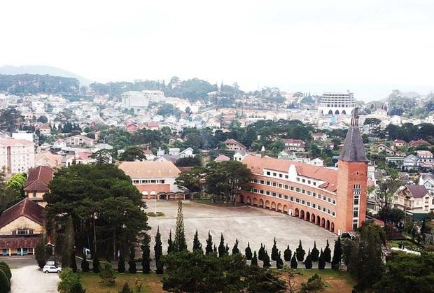 Ngôi trường đẹp bậc nhất Việt Nam có nguy cơ mất tên - Ảnh 3.
