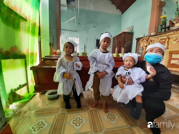 Vụ chồng ghen tuông hoang tưởng đâm chết vợ ở Nghệ An: Xót xa 3 đứa con thơ bơ vơ khát sữa, gào khóc đòi mẹ - Ảnh 6.