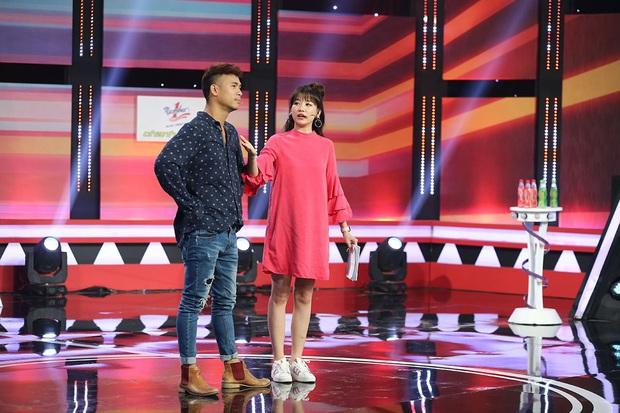 Làm MC, Hari Won có đôi ba lần diện đồ kém sang, tự dìm dáng ngay trên sóng truyền hình - Ảnh 5.