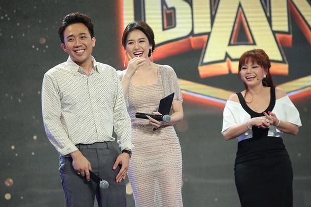 Làm MC, Hari Won có đôi ba lần diện đồ kém sang, tự dìm dáng ngay trên sóng truyền hình - Ảnh 6.