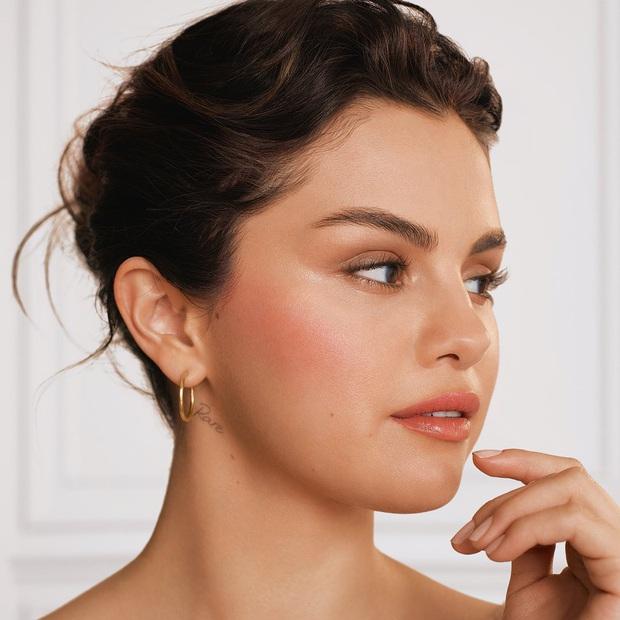 Selena Gomez lần đầu hé lộ di chứng phẫu thuật ghép thận: Tôi luôn cố che giấu vết sẹo dài, nhưng giờ cảm thấy vô cùng tự tin - Ảnh 6.