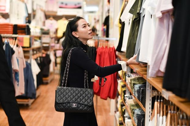 Mẫn Tiên công khai đi cùng bạn trai, Miss Au Ngọc Anh và dàn KOL tụ hội tại buổi ra mắt cửa hàng UNIQLO thứ 2 tại Hà Nội - Ảnh 9.