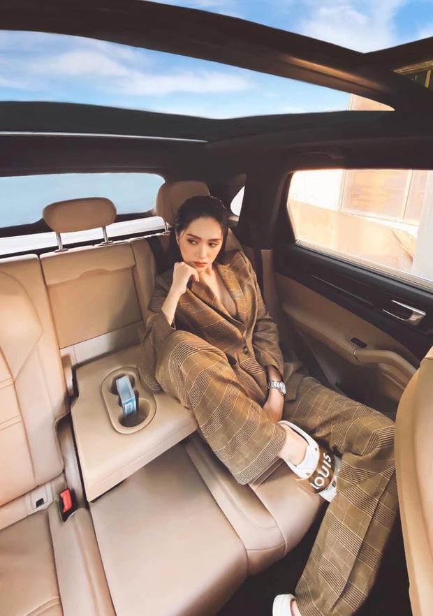 CEO Hương Giang khoe ảnh chanh sả trong ô tô bạc tỷ, thả rông khoe vòng 1 căng đầy và tạo dáng bá đạo mới chịu! - Ảnh 2.