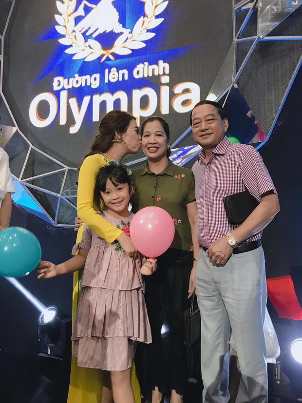 1 tuần sau chung kết Olympia, MC Diệp Chi trải lòng: Vẫy tay chào kết xong, chỉ muốn ngồi thụp xuống mà khóc cho đã - Ảnh 3.