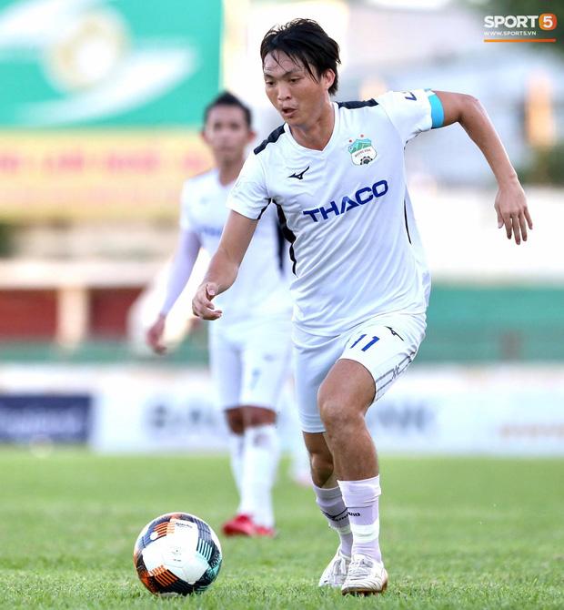 Văn Đức gục ngã sau khi sút hỏng penalty, Văn Thanh ăn mừng như vừa có bàn thắng - Ảnh 6.
