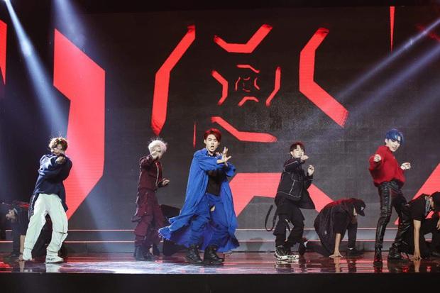 Nhảy quá sung, Lục Huy (Uni5) rách quần ngay trên sân khấu, cách phản ứng sau đó khiến khán giả ngã ngửa - Ảnh 3.