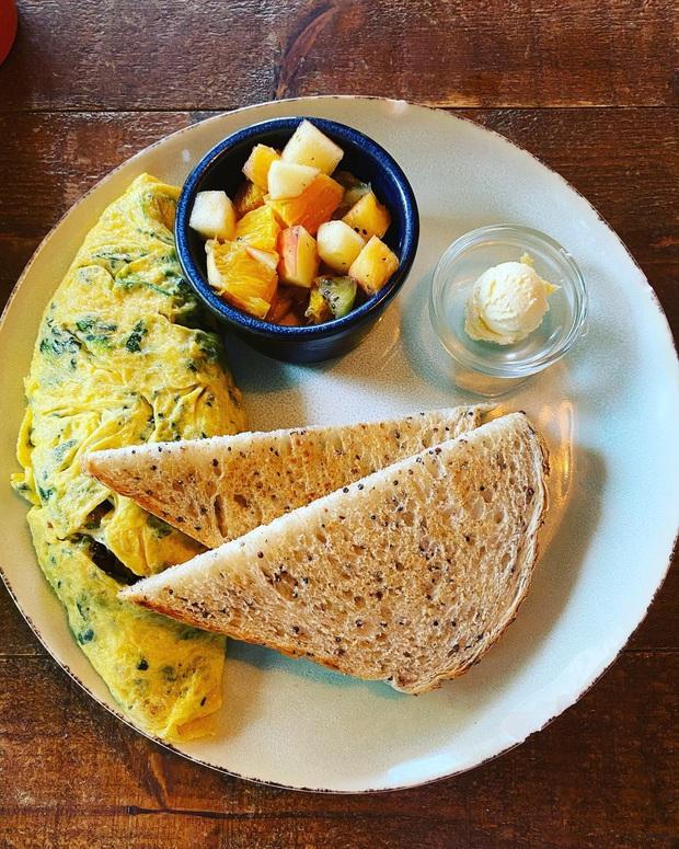 Học lỏm những bữa sáng giữ dáng siêu chất từ Lâm Tâm Như: bảo sao 44 tuổi rồi mà vẫn trẻ đẹp bất ngờ - Ảnh 4.