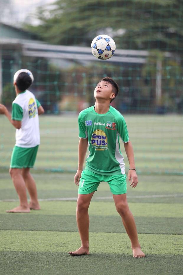 Cầu thủ trẻ Học viện Nutifood-JMG phát triển thể hình rõ rệt sau 5 năm ăn tập với điều kiện tốt nhất - Ảnh 10.