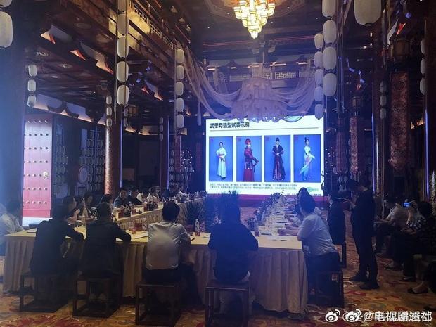 Tống Thiến có tới 4 tạo hình ở phim đóng cùng Vương Nhất Bác, netizen vẫn lắc đầu nhìn không ưng - Ảnh 1.