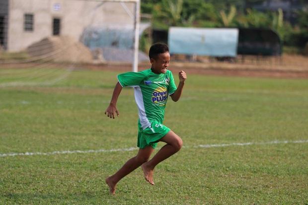 Cầu thủ trẻ Học viện Nutifood-JMG phát triển thể hình rõ rệt sau 5 năm ăn tập với điều kiện tốt nhất - Ảnh 7.